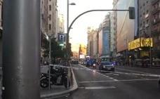 La Policía descarta la presencia de explosivos en el coche abandonado en la Gran Vía de Madrid