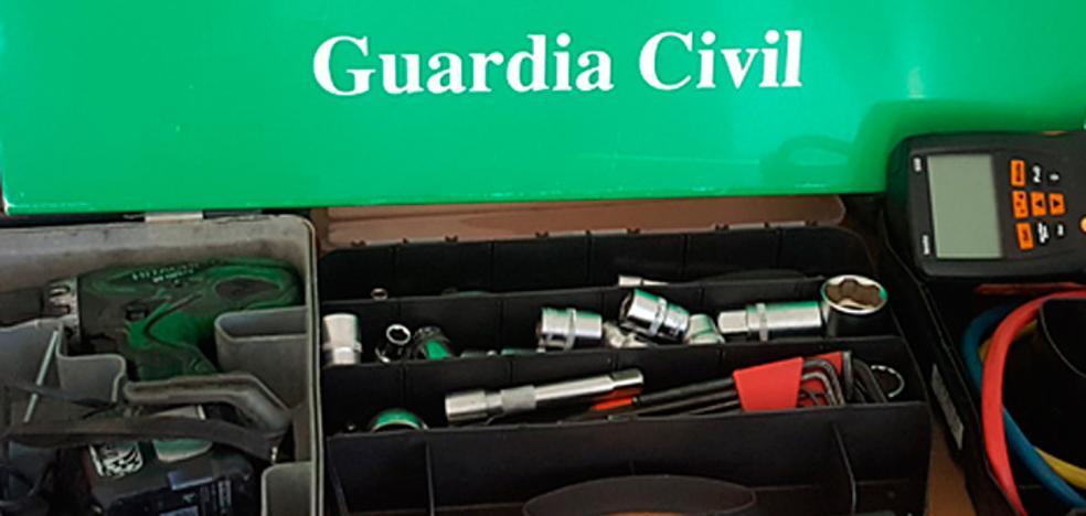 La Guardia Civil esclarece un doble hurto perpetrado en un polígono industrial