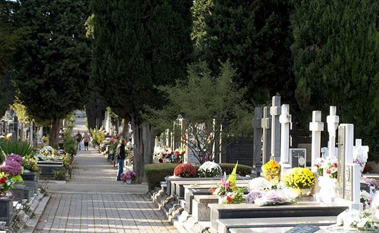 El cementerio luce sus mejores galas