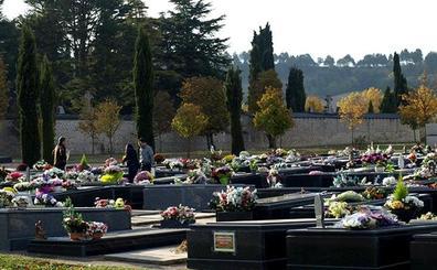 El Cementerio ha realizado 1.185 inhumaciones en el último año, en la media de la década