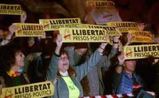 Miles de personas piden frente al Parlament la libertad de «presos políticos»