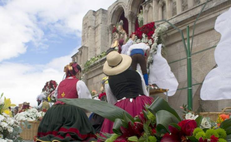 Ofrenda floral a Santa María La Mayor