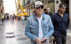 Antonio Banderas visita Barcelona acompañado por su hija