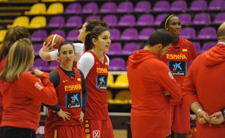 La selección femenina de baloncesto entrena en Valladolid