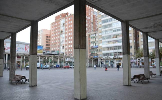 Las imágenes de Tino Barriuso vestirán las columnas de la Plaza de España
