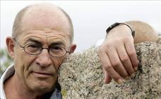 El escritor Juan Madrid presenta mañana en el MEH su última novela 'Perros que duermen