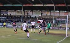 El Burgos reacciona a tiempo en Vitoria