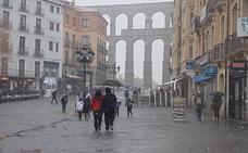 Las primeras nieves obligan a circular con precaución en todas las carreteras de Segovia