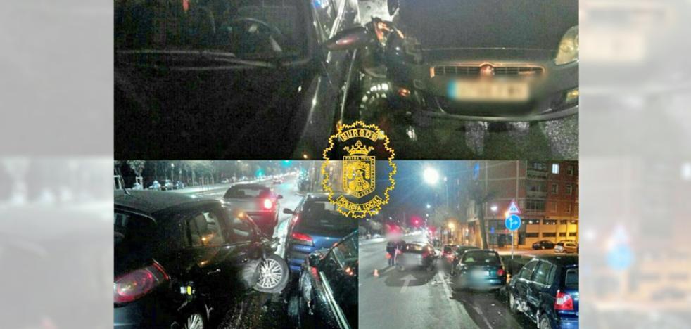 Un pique entre dos conductores acaba con una colisión con cuatro vehículos estacionados