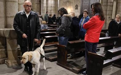 «Un perro guía vale unos 35.000 euros, eso cuestan 'mis ojos'»