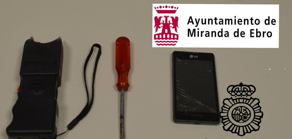 Agreden con un arma táser a un hombre en Miranda para robarle