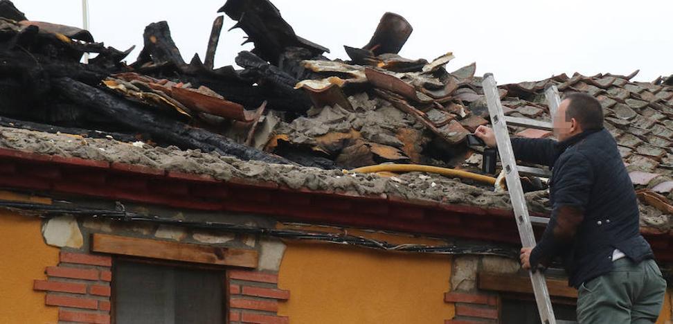 Incendio en Sauquillo: «Si mi hijo no llega a quedarse dormido en el sofá, no lo cuenta»