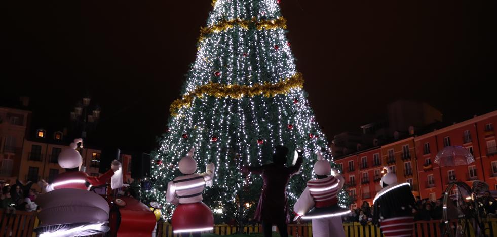 Un árbol gigante para iluminar la Navidad