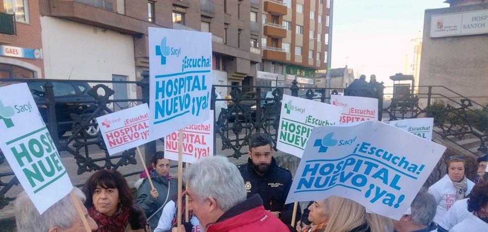 Unas 200 personas se concentran para reivindicar un hospital nuevo en Aranda