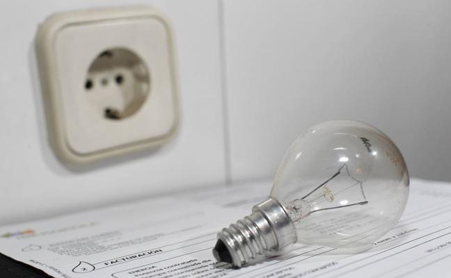 Facua denuncia que la luz ha subido 10 euros en cuatro meses