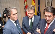 De la Serna avisa a Puigdemont que «gobernar en la distancia no es posible»