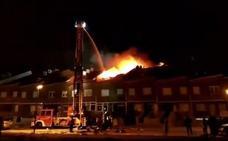 Arden cinco chalets en Cigales durante la noche de fin de año