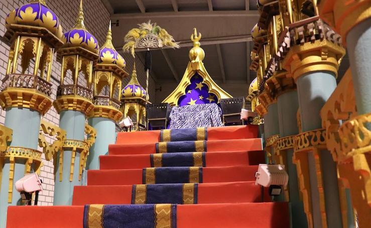 Las carrozas de la Cabalgata de Reyes, a falta de retoques