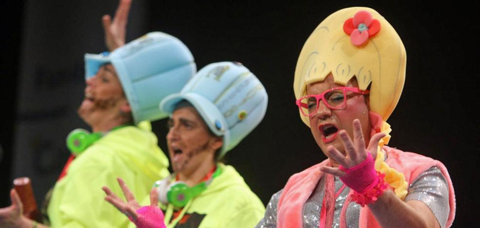 La chirigota burgalesa mejora «un 200%», pero genera un intenso debate en el Carnaval de Cádiz