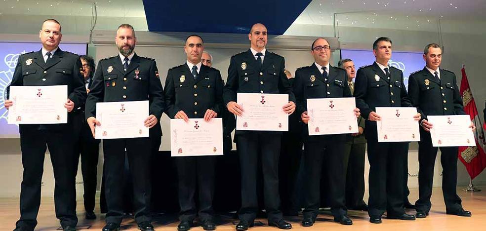 Homenaje a los agentes más veteranos en el 194 aniversario de la Policía Nacional