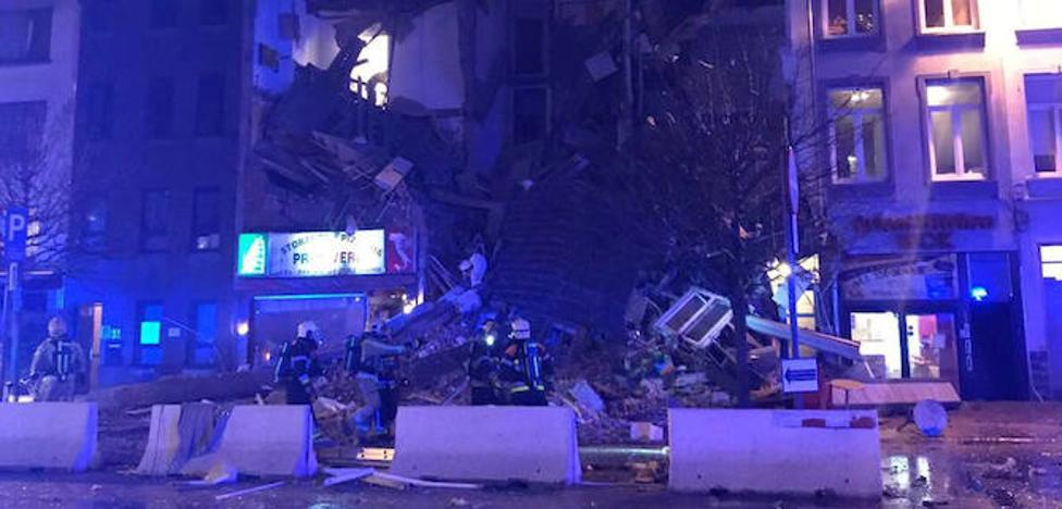 Dos fallecidos tras el derrumbe de viviendas por una explosión en Amberes