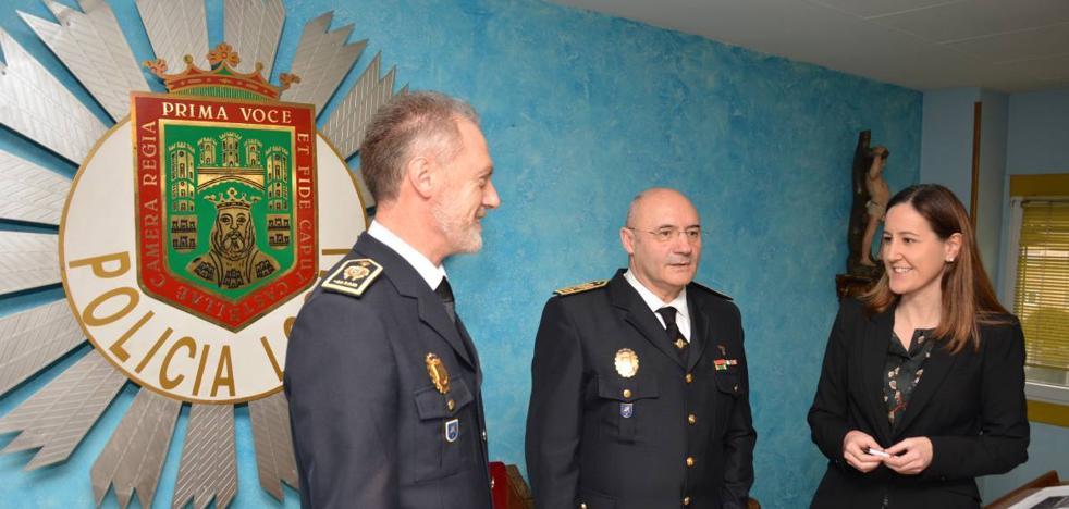 Conde confía en que los 10 nuevos agentes de Policía Local se incorporen este año