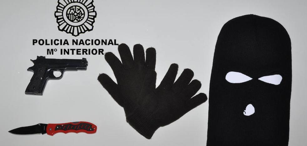 Detenida una mujer tras robar a punta de navaja 571 euros en una tienda de Burgos