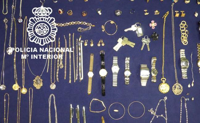 La Policía detiene a una mujer que robaba joyas en los domicilios donde trabajaba