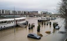 Las fuertes lluvias en París desbordan el Sena