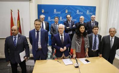 La Junta gasta 300.000 euros al día «solo por abrir la puerta del complejo hospitalario de Palencia»