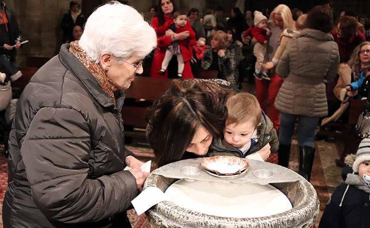Estos son los bebés que han recibido la bendición de la Misa de la Luz