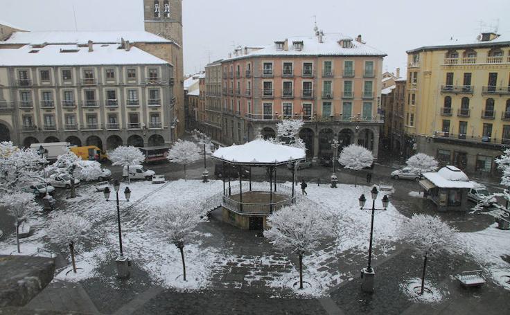 Lunes cubierto de nieve en Segovia