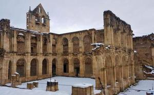Salvemos Rioseco confía en completar este año la restauración de la cubierta del monasterio