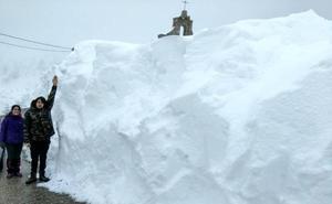 La nieve se convierte en espectáculo en la Montaña de Palencia