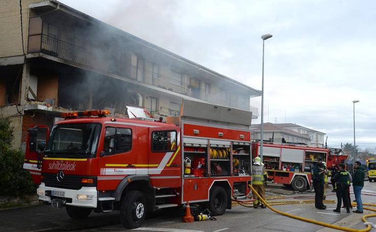 Imágenes de la explosión en una vivienda de Villasana de Mena