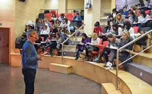 El profesor Luis Emilio Oliver ofrece el martes la conferencia '¡Vamos al re-creo!'