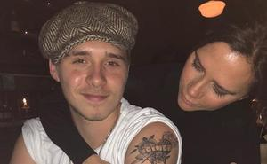 Brooklyn Beckham suma su enésimo tatuaje