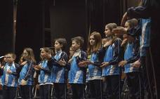 El nacimiento del universo, en una cantata de mil alumnos
