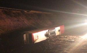 Un herido grave y 20 heridos leves en el vuelco de un autobús en Lerma