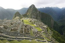 Tres turistas europeos son expulsados de Machu Picchu por mostrar el trasero