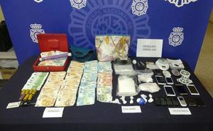 La Policía detiene a tres personas por tráfico de drogas e interviene 1,5 kilos de cocaína