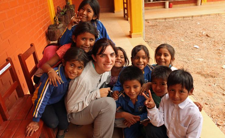 Una burgalesa enseña los beneficios del agua potable en Bolivia