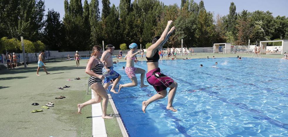 Se amplían las actividades de natación y raqueta en la oferta municipal de verano