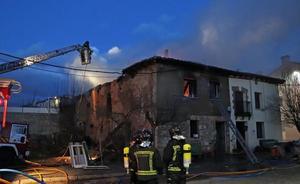 Un vecino de Saldaña, herido tras un feroz incendio en una vivienda