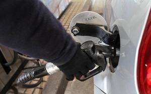 Castilla y León eliminará la norma que prohíbe las gasolineras sin empleados