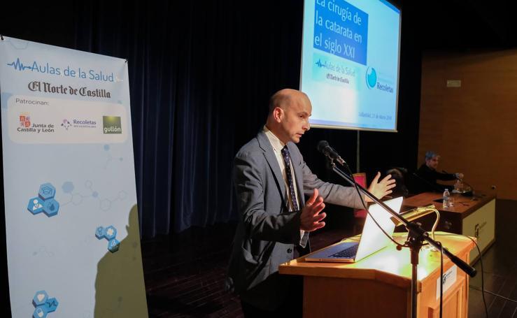 El doctor David Galarreta aborda las nuevas técnicas quirúrgicas de cataratas en las Aulas de la Salud de El Norte de Castilla
