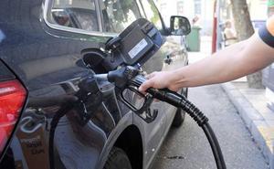 Las Cortes dan el primer paso para revertir la ley que impide las gasolineras sin empleados