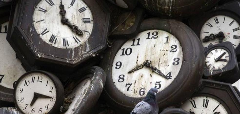 ¿Por qué se adelantan hoy los relojes?