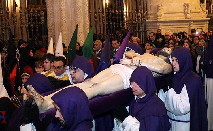 Traslado del Cristo Yacente en la Catedral