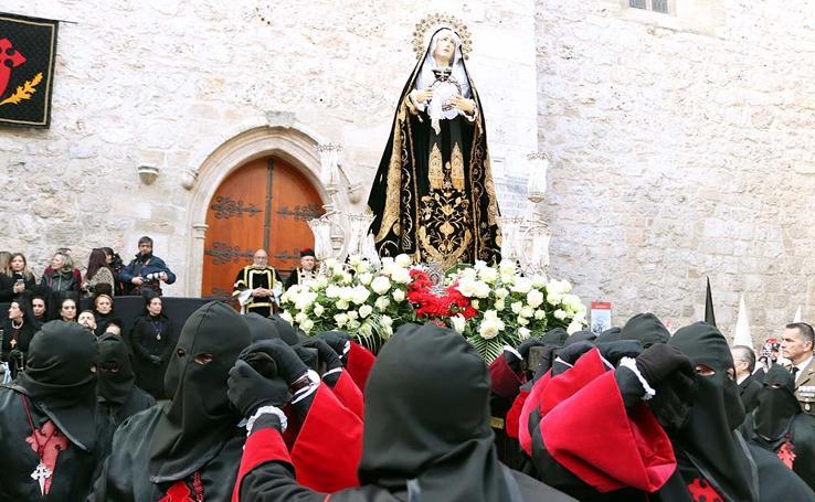 La Soledad ha procesionado en una tarde primaveral